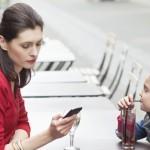 Pesquisa revela: filhos sentem-se trocados por smartphones