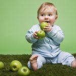 Como introduzir frutas na alimentação do bebê?