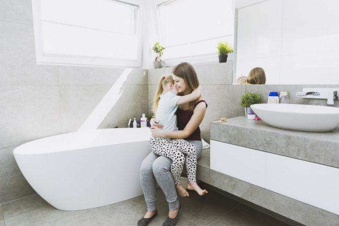 fazer xixi no banheiro