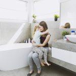 Como ensinar a criança a fazer xixi no banheiro